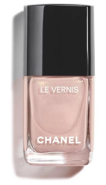 Lak na nehty v odstínu Afterglow, Chanel, 740 Kč