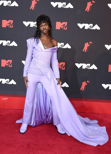 MTV Video Music Awards 2021: Lil Nas X v outfitu Atelier Versace