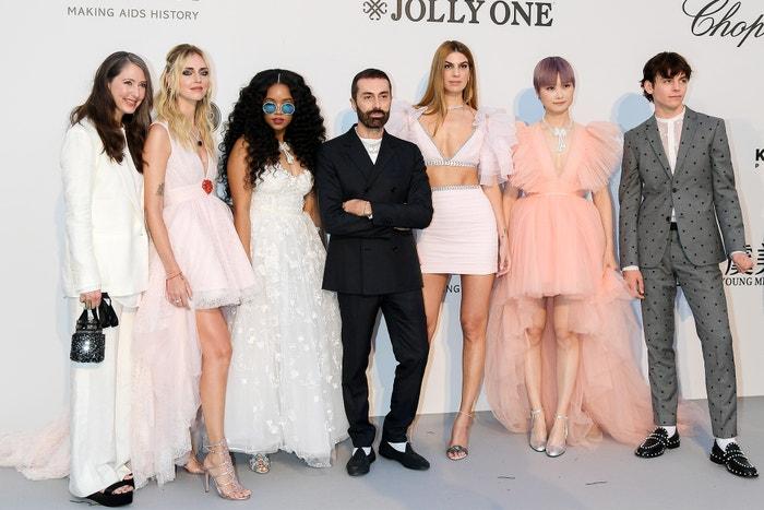 Giambattista Valli představil první modely ze své kolekce pro H&M na amfAR gala v Cannes           Autor: Getty Images