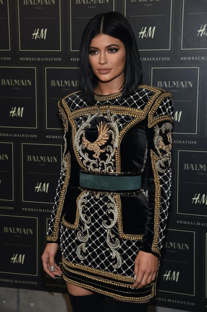 Kylie Jenner na přehlídce kolekce Balmain x H&M v New Yorku, říjen 2015       Autor: Dimitrios Kambouris/Getty Images for H&M