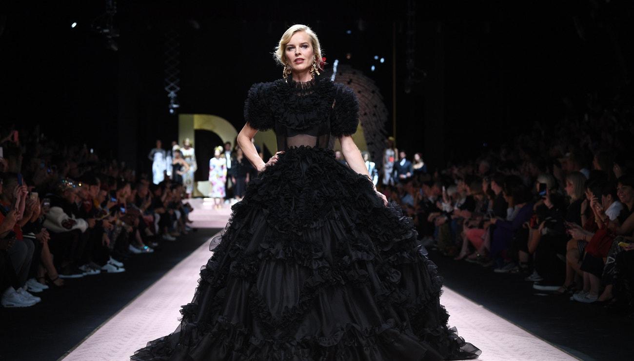 Černočerný dress code Evy Herzigové