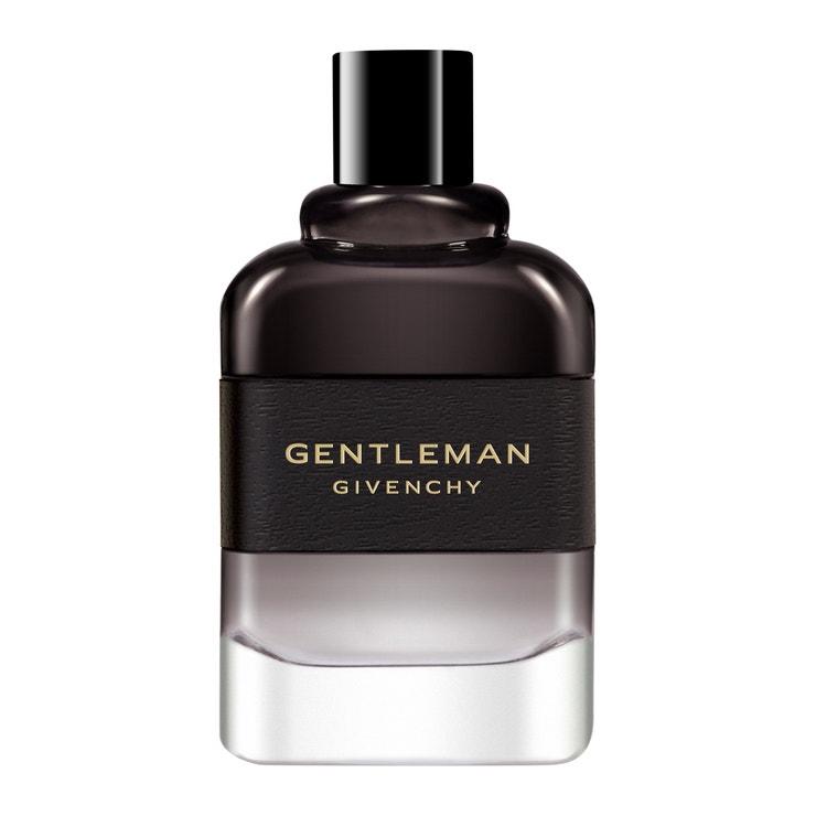 Givenchy Gentleman Eau de Parfum Boisée navozuje pocit teplého objetí díky květině Iris a rozpáleným dřevem probouzí smyslnost. Prodává Sephora, cena od 2080 Kč