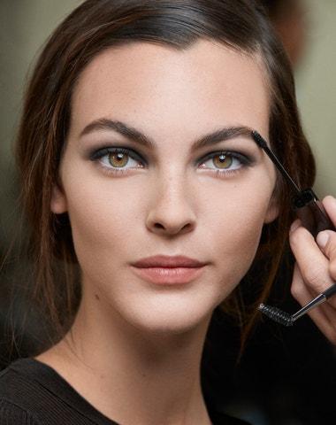 Líčení pod roušku: Jarní make-up, který můžete nosit už teď
