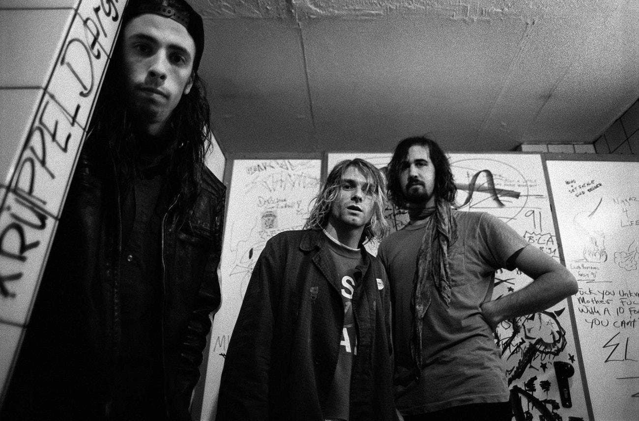 Členové skupiny Nirvana Dave Grohl, Kurt Cobain a Krist Novoselic ve německém Frankfurtu, 12. listopadu 1991