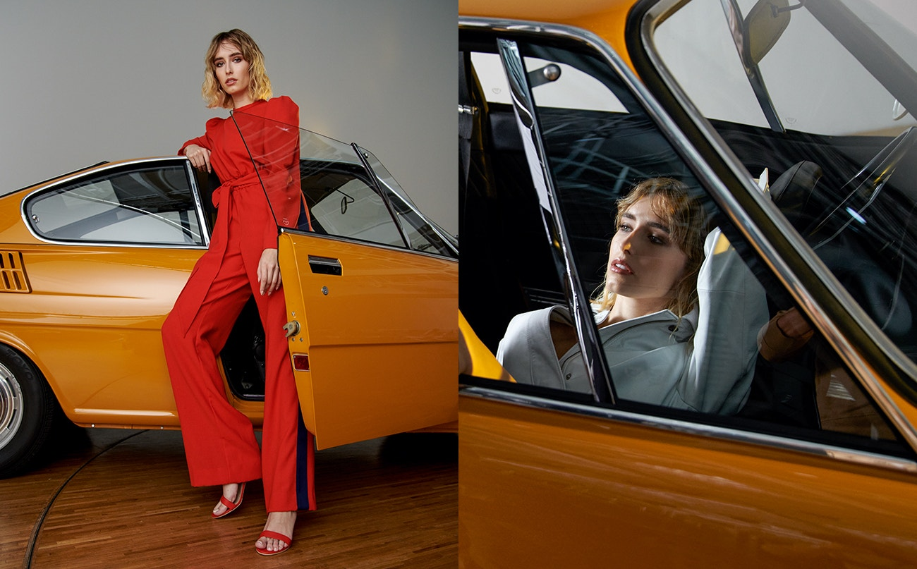 Vlevo: overal, MIRO SABO; boty, stylistovy vlastní.  Vpravo: trenčkot, KARA.