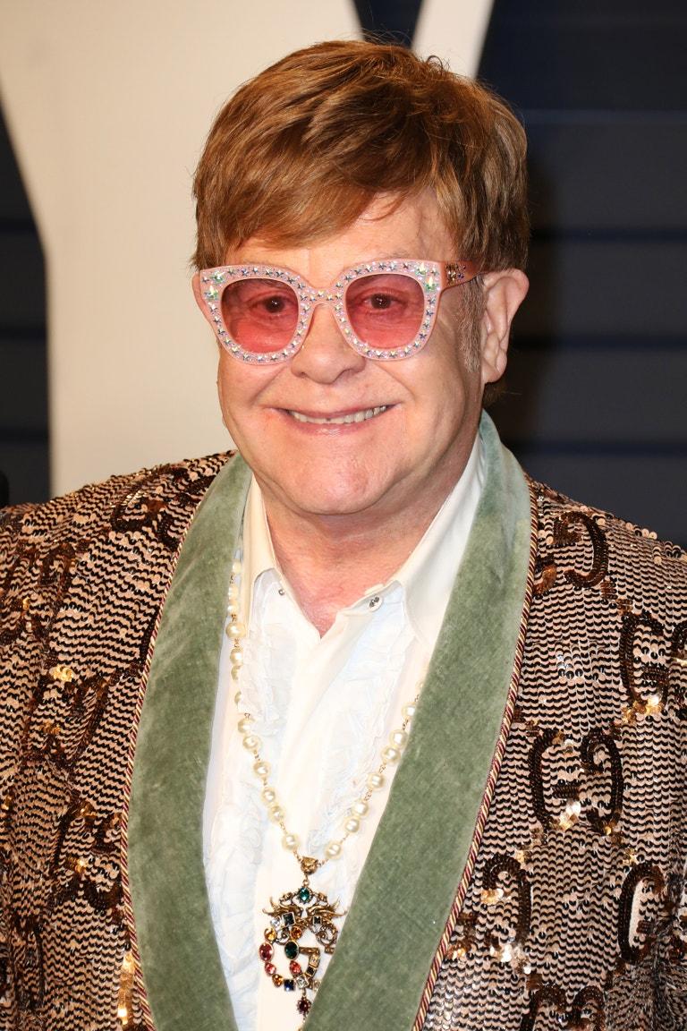 Elton John, narozen 25. března