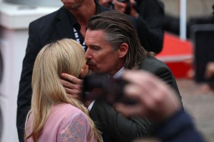 Ethan Hawke s manželkou na závěrečném večeru 55. ročníku Mezinárodního filmového festivalu Karlovy Vary