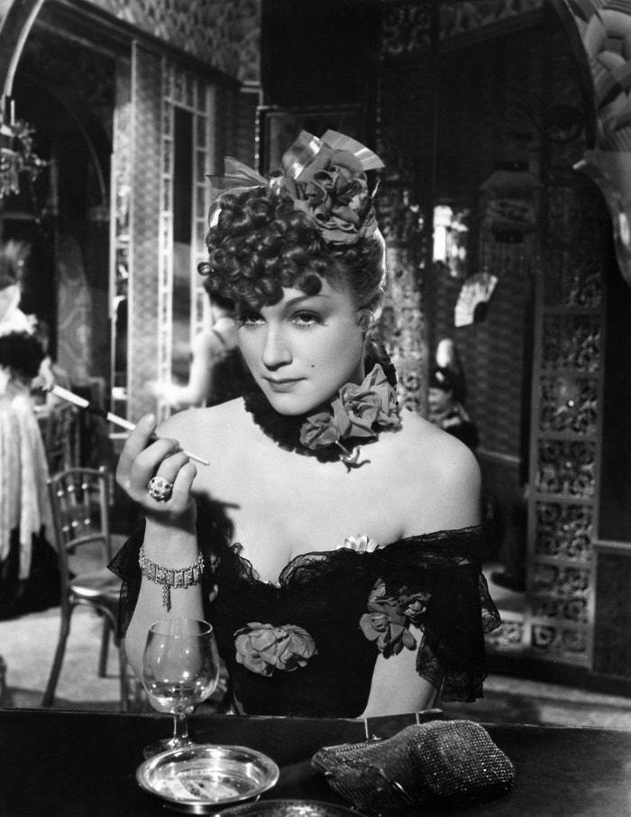 Adina Mandlová ve filmu Noční motýl (1943)