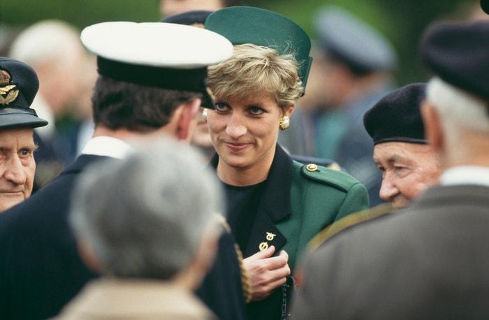 Princezna Diana s válečnými veterány při uctění památky československých letců z druhé světové války na Olšanském hřbitově, květen 1991        Autor: Jayne Fincher/Princess Diana Archive/Getty Images