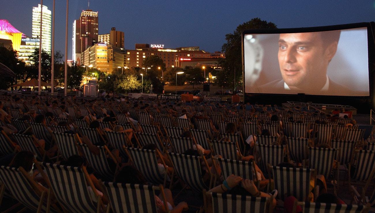 V létě do kina: tato místa vás budou bavit víc než film samotný