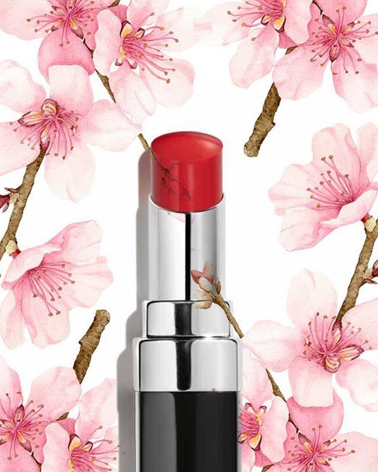 Rtěnka Rouge Coco Bloom v odstínu 130 Blossom, CHANEL, prodává Douglas, 1169 Kč