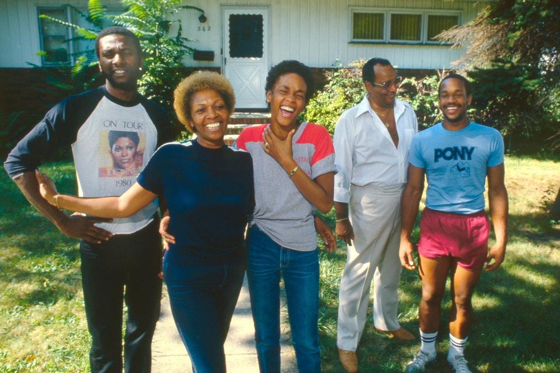 Whitney Houston s rodiči a bratry v New Jersey, 1979