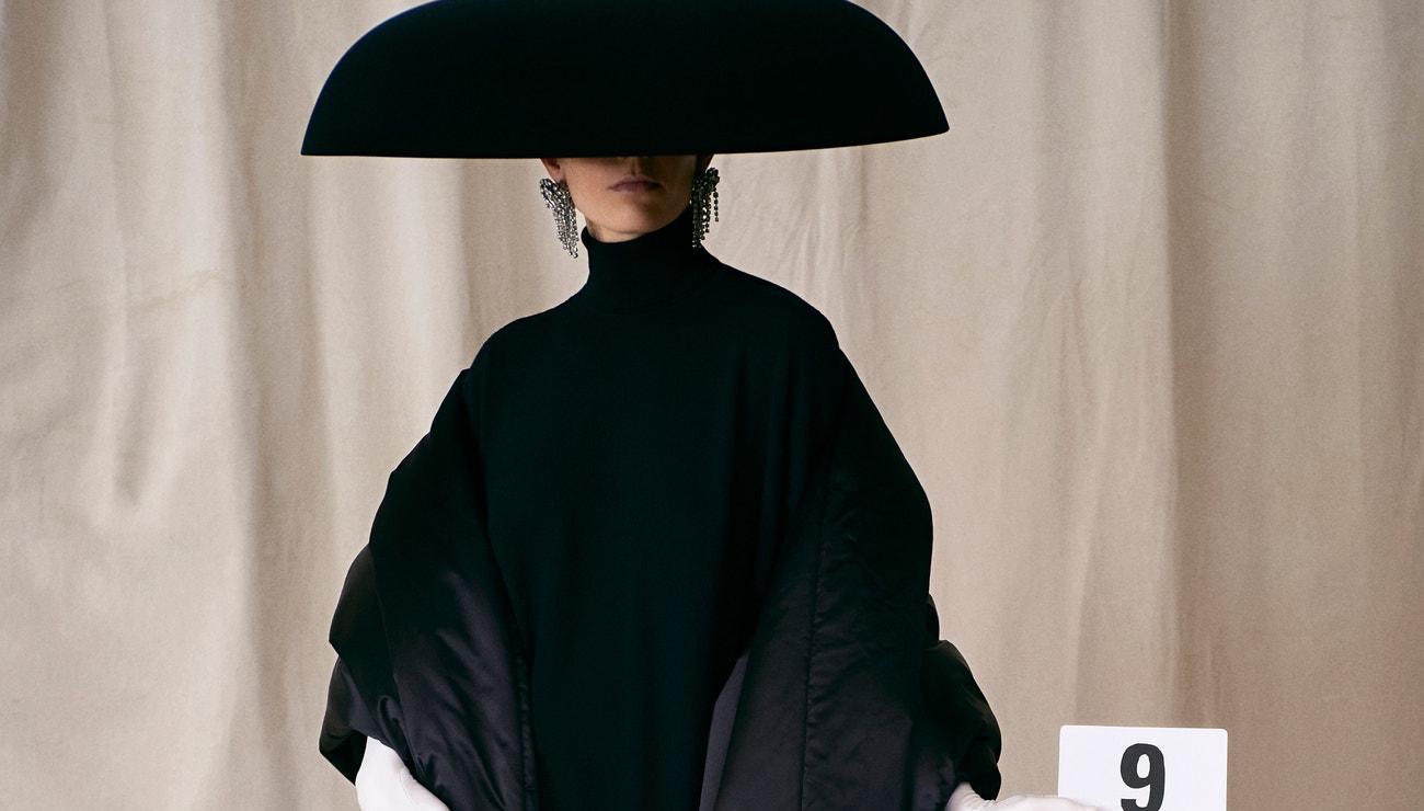 Demna Gvasalia vrátil módní dům Balenciaga na couture scénu