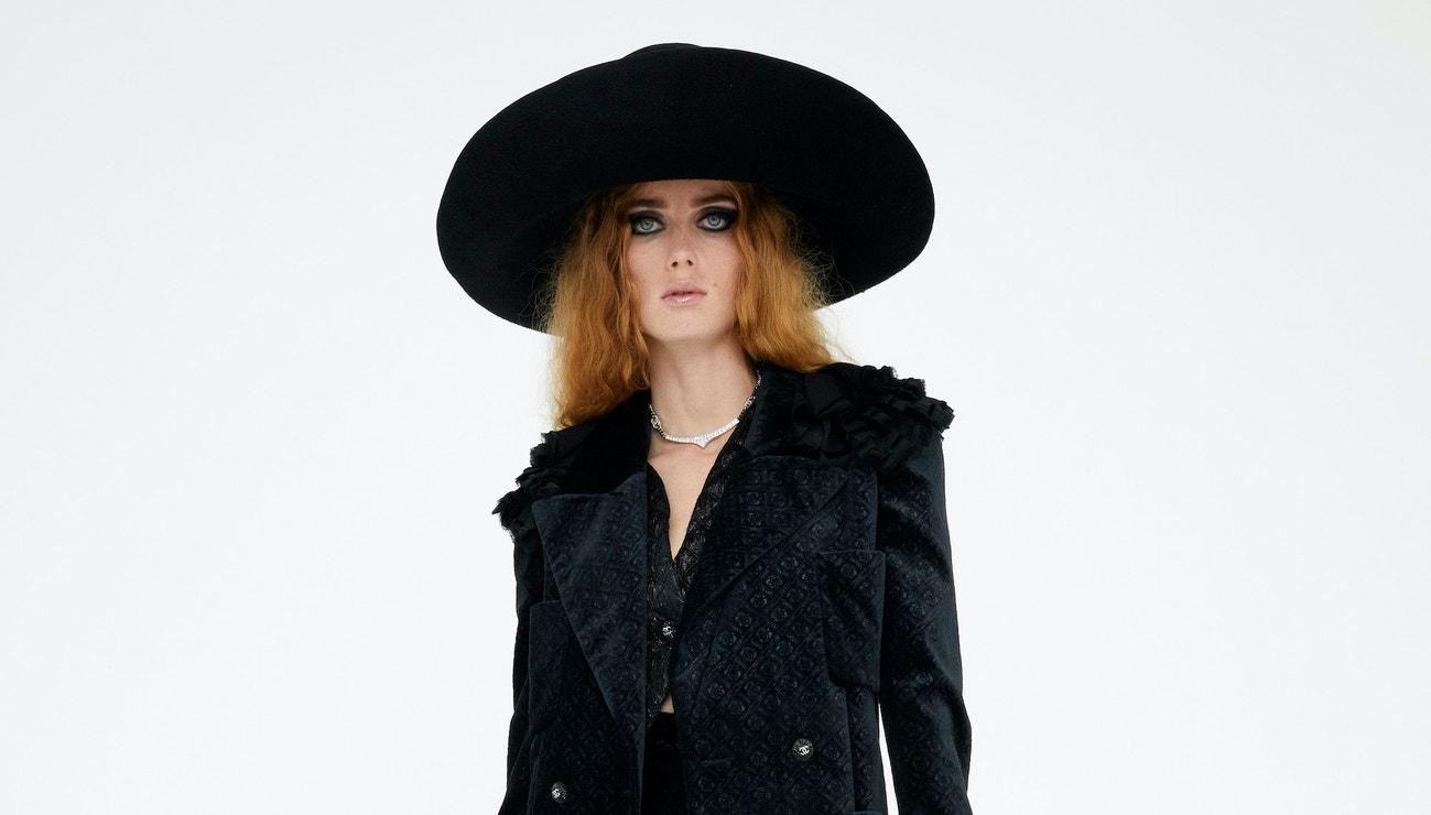 Chanel představuje kolekci Metiers d'Art inspirovanou Angelikou, tanečním sálem a Kateřinou Medicejskou