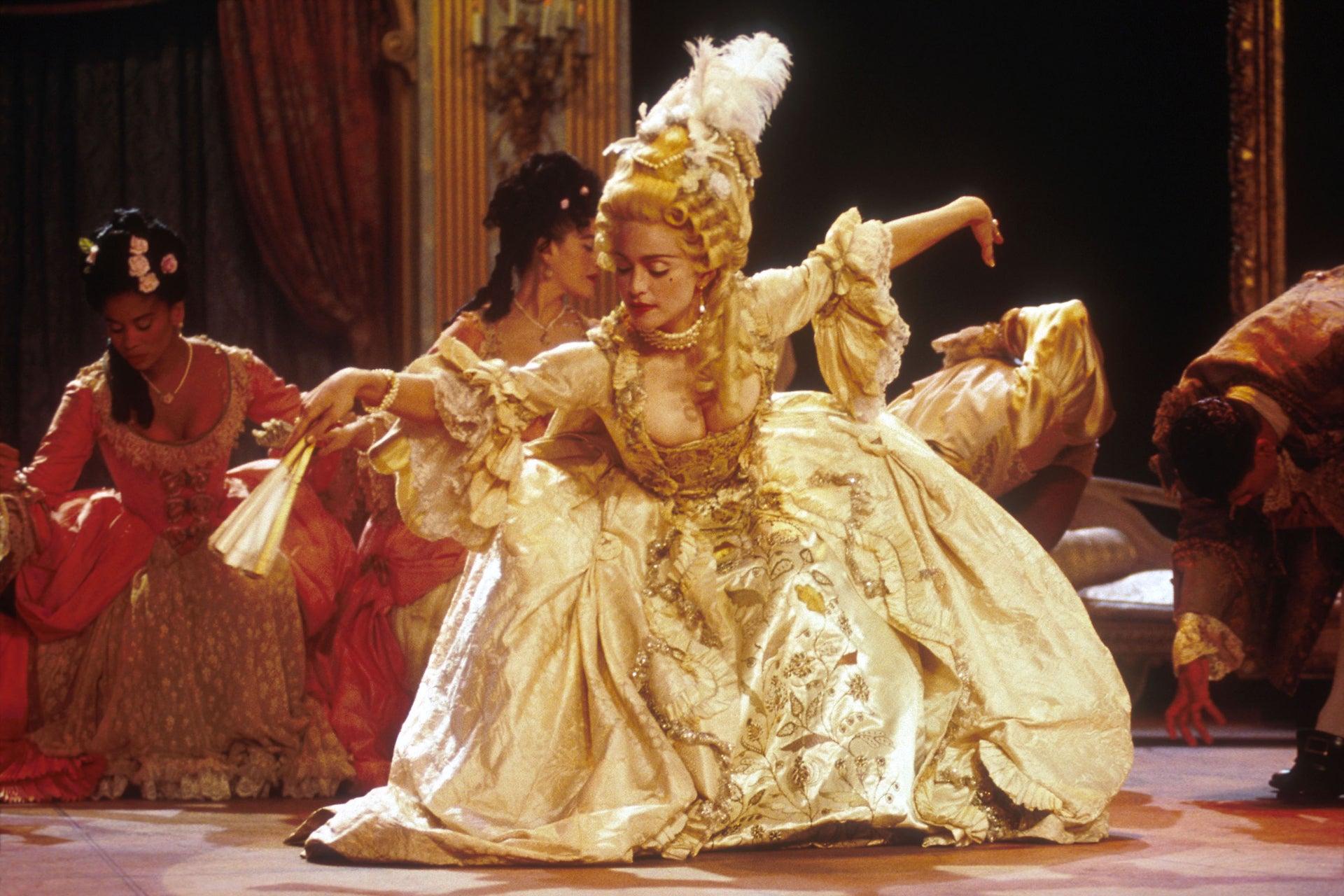 Madonna vystupuje s písní Vogue během MTV Video Music Awards, 1990 Autor: Frank Micelotta/ImageDirect/Getty Images