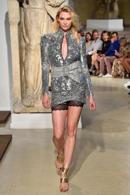 Karlie Kloss na přehlídce Dundas Haute Couture Fall Winter 2018/2019, Paris Fashion Week