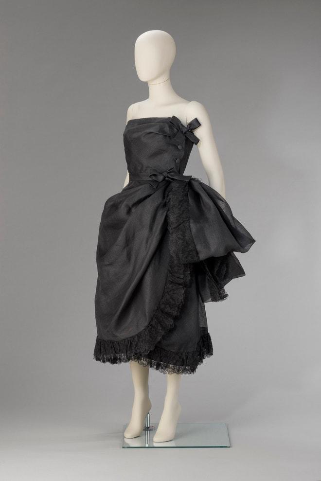 Společenské šaty ušité pro Lídu Ascher, Cristóbal Balenciaga - 1951 hedvábná organza, strojová krajka fabric