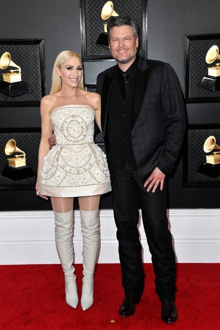 Gwen Stefani v šatech Dolce & Gabbana a Blake Shelton