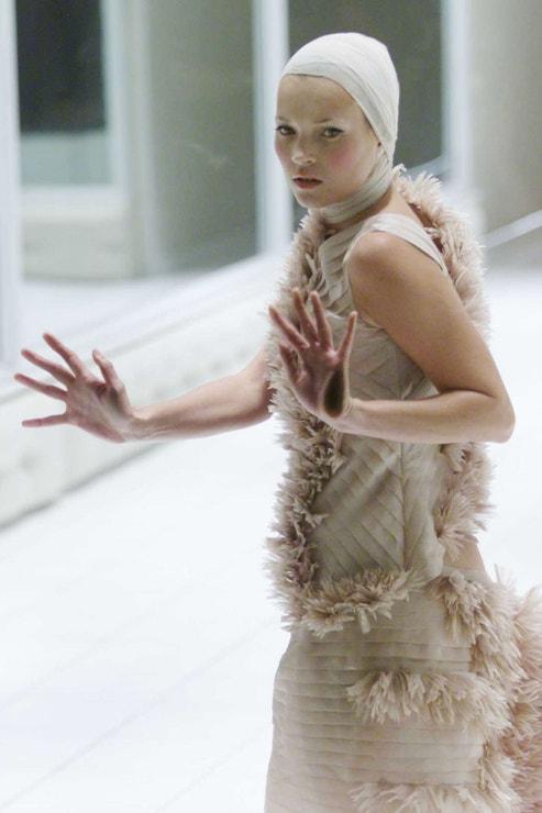 Kate Moss, London Fashion Week, září 2000