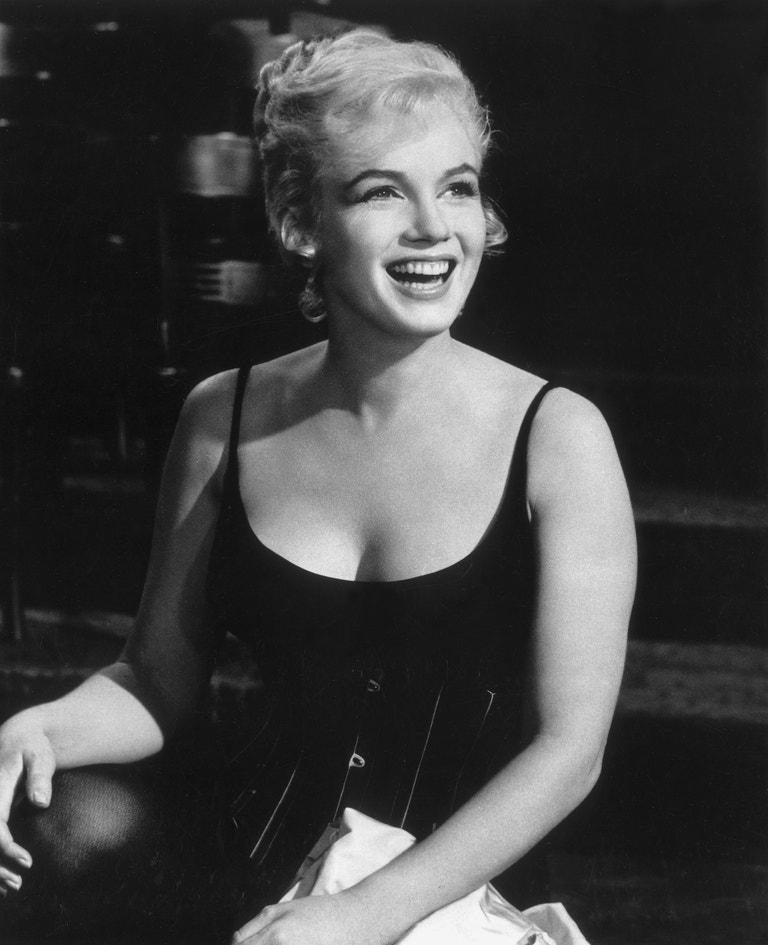 Marilyn Monroe při natáčení filmu Milujme se, 1960