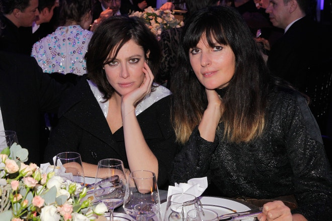 Herečka a múza módního domu Chanel Anna Mouglalis a Virginie Viard na galavečeři Sidaction v  Pavillon d'Armenonville, leden 2013
