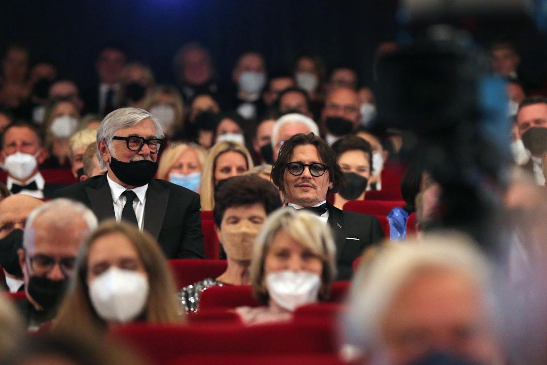 Jiří Bartoška a Johnny Depp na závěrečném večeru 55. ročníku Mezinárodního filmového festivalu Karlovy Vary
