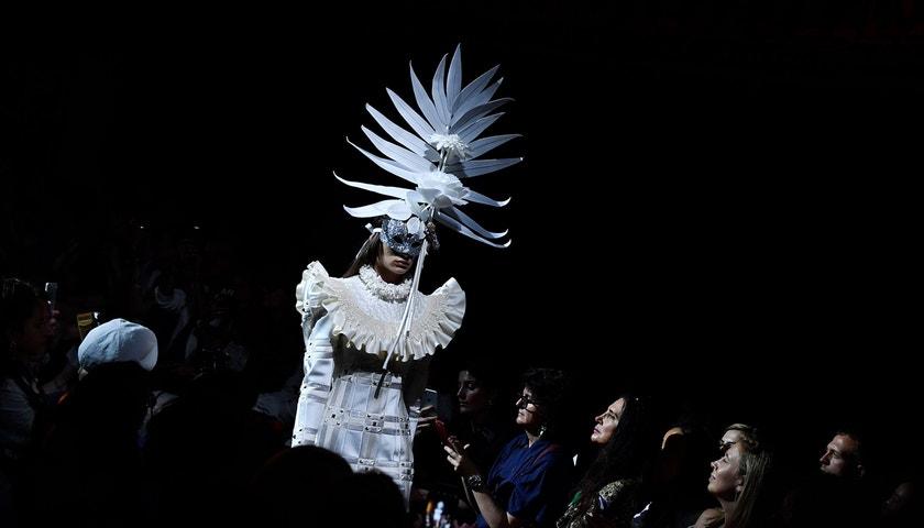 Couture is not dead. Vogue zkoumá vzkvétající byznys s exkluzivitou