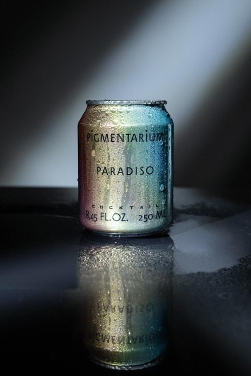 Svěží a ostrá vůně Paradiso získala svou paralelu v nachlazené sklenici luxusního ginu Monkey 47 a čerstvé grepové šťávy, prodává Public Interest, 280 Kč