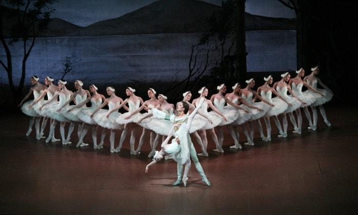 Crankovo Labutí jezero v podání Stuttgartského baletu v roce 2011. Prince tančil Filip Barankiewicz, dnes umělecký šéf Baletu ND.