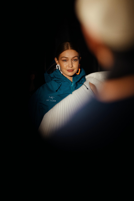 Gigi Hadid na přehlídce Off-White podzim - zima 2020/2021