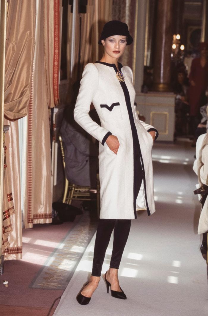 Carolyn Murphy na přehlídce Chanel Haute Couture podzim - zima 1996/1997, červenec 1996   Autor: PAT/ARNAL/Gamma-Rapho via Getty Images