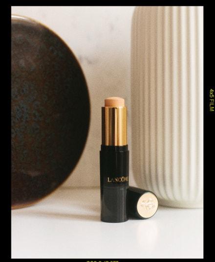 Teint Idole Ultra Wear Stick, Lancome, prodává Douglas, 1250 Kč