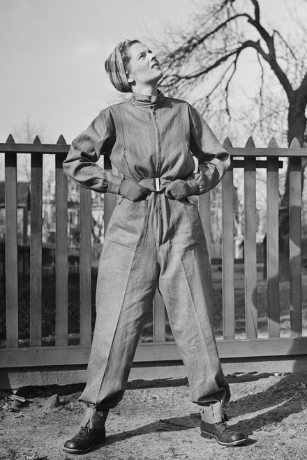 Model Helen Cookman nazvaný Defensall, 1942