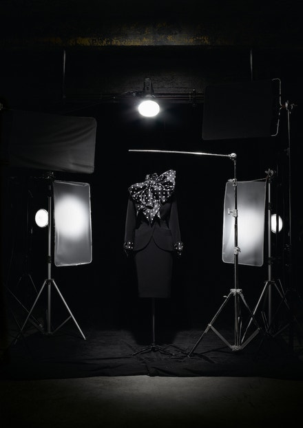 Kostým z haute couture kolekce Ascot–Cecil Beaton podzim - zima 1989