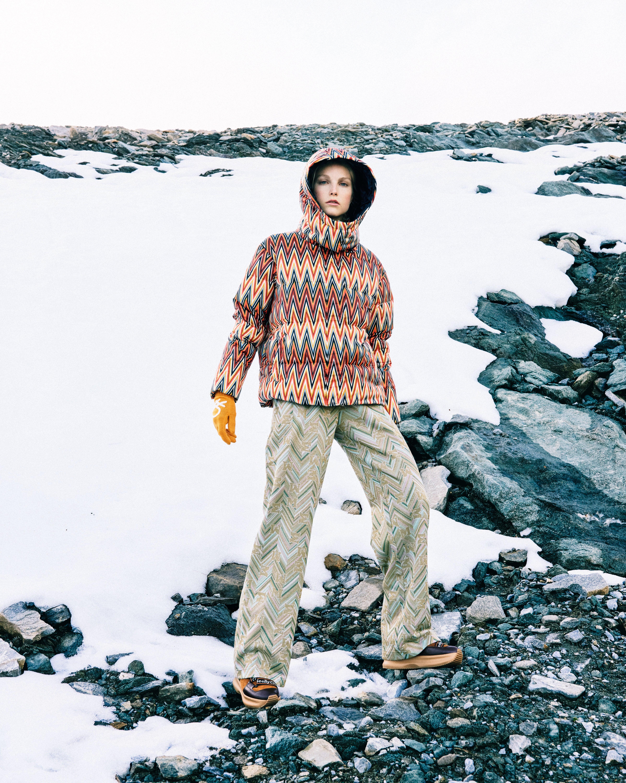 ZALANDO  Objevte nejnovější trendy a módní inspiraci na www.zalando.cz.  Bunda 10 540 Kč, kalhoty 8 140 Kč, obojí M MISSONI; rukavice 700 Kč, BENETTON; boty 6 600 Kč, SEE BY CHLOÉ Autor: Archiv značky