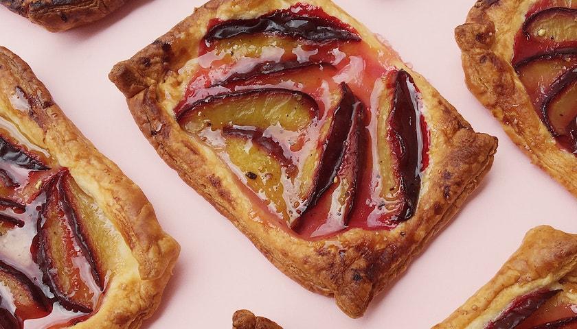 Vogue v kuchyni #31: Švestkové koláčky à la Holzweiler