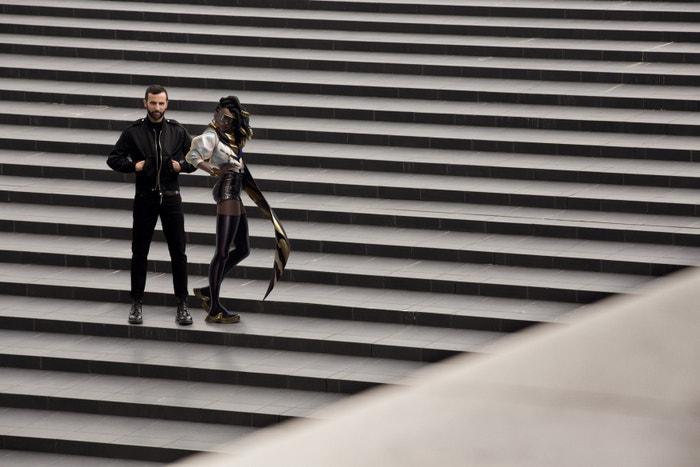 Nicolas Ghesquière, kreativní ředitel dámských kolekcí Louis Vuitton, se Sennou