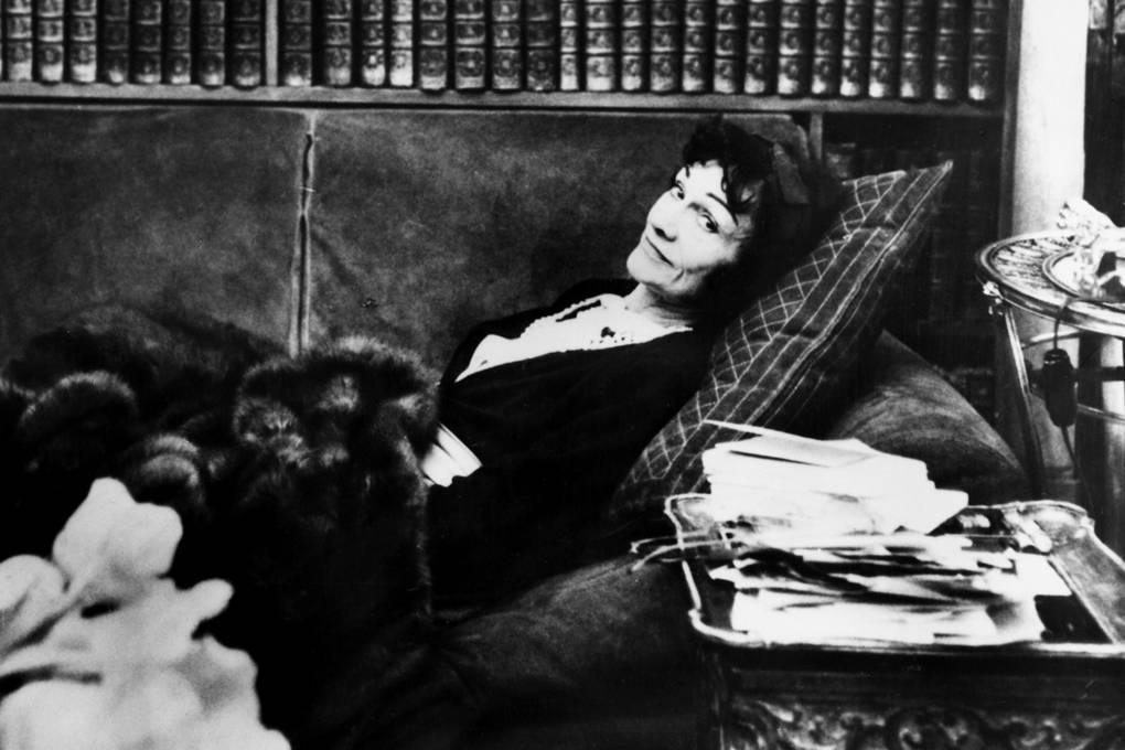 Coco Chanel ve svém ateliéru, 1950 Autor: Getty Images