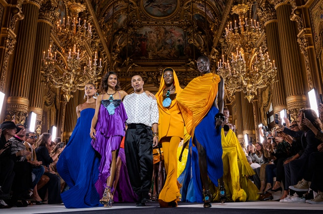 Olivier Rousteing na přehlídce Balmain jaro - léto 2020 v Paříži