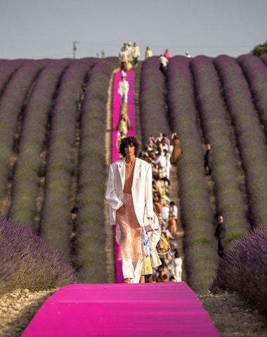 Vogue a Jacquemus uprostřed levandulových polí