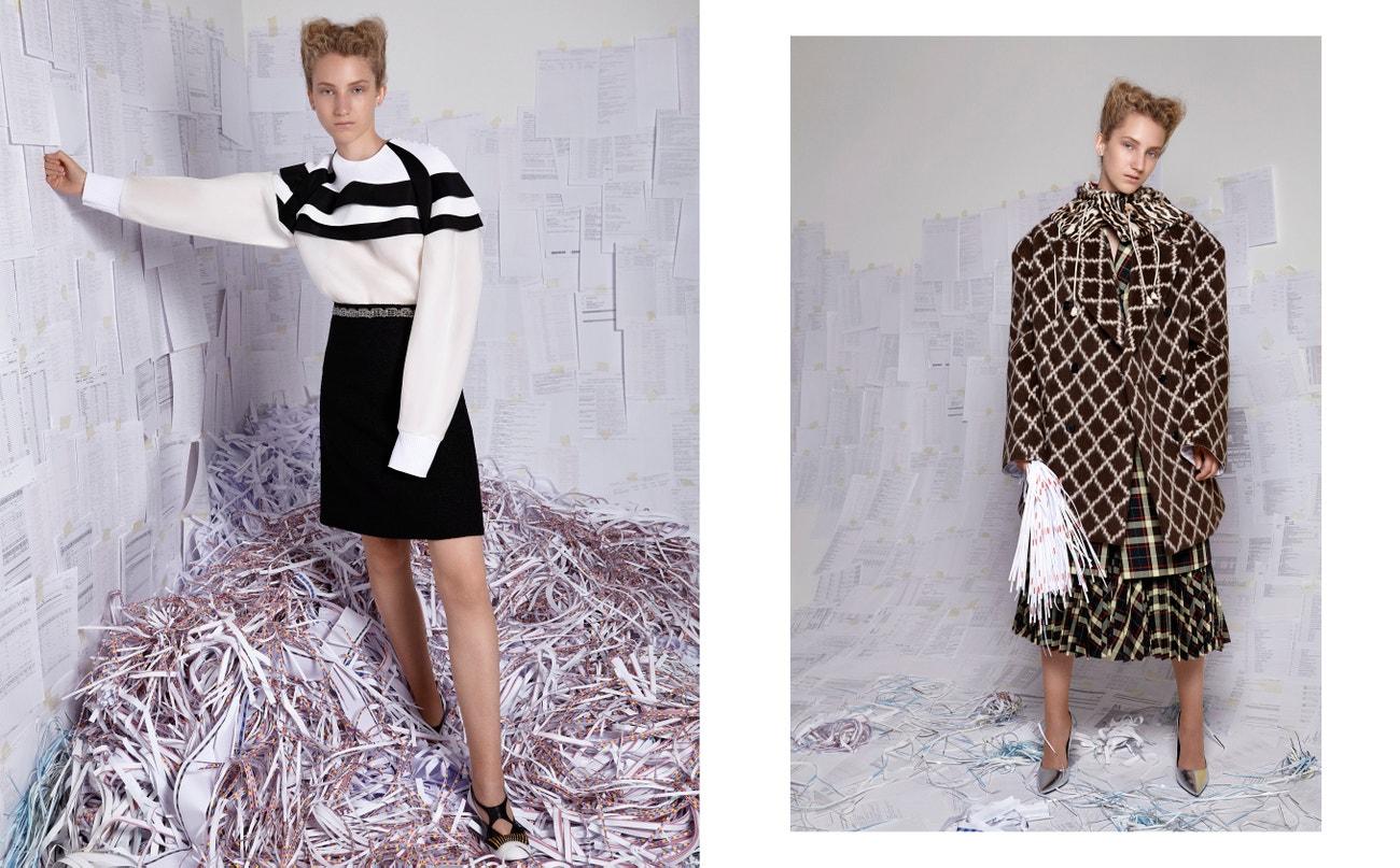 Vlevo: svetr, sukně, pásek, boty, vše LOUIS VUITTON.  Vpravo: kabát, sukně, sako, boty, šála, vše CALVIN KLEIN 205W39NYC.