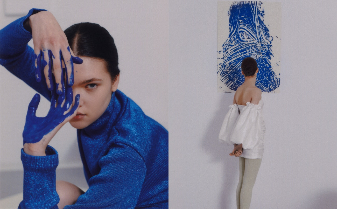 Vlevo: top, Maison Margiela.  Vpravo: šaty, Remain Birger Christensen.