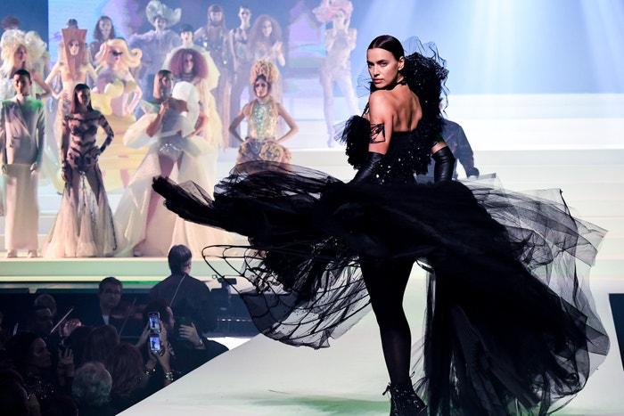 Irina Shayk na poslední haute couture přehlídce Jean Paul Gaultiera, leden 2020