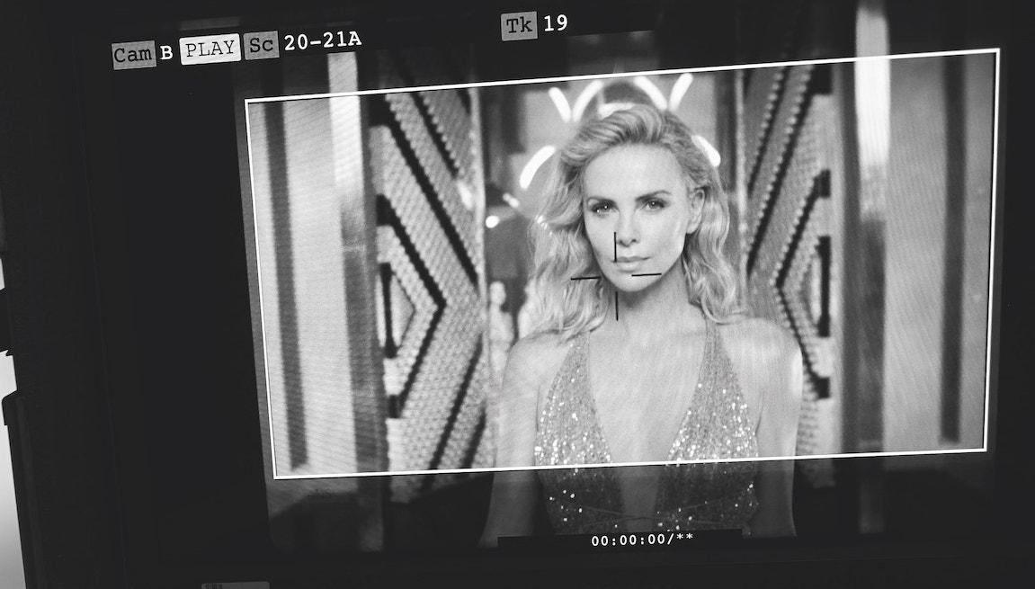 Charlize Theron a zlatá ikona s novou image