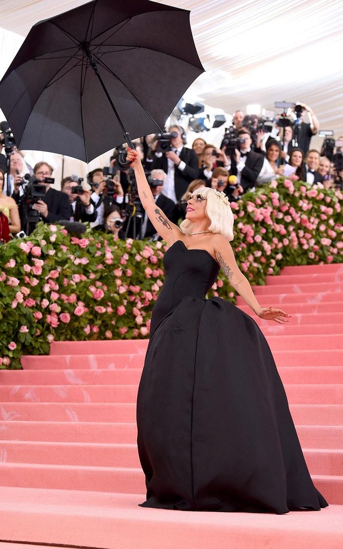 Lady Gaga v šatech Brandon Maxwell      Autor: Getty Images