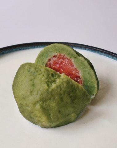 Vogue v kuchyni #11: Matcha knedlíky se švestkami à la Raf Simons