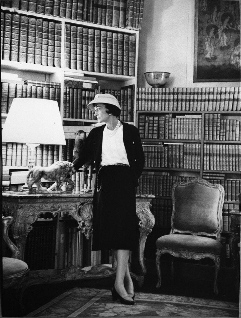 Coco Chanel ve svém bytě v Rue Cambon 31