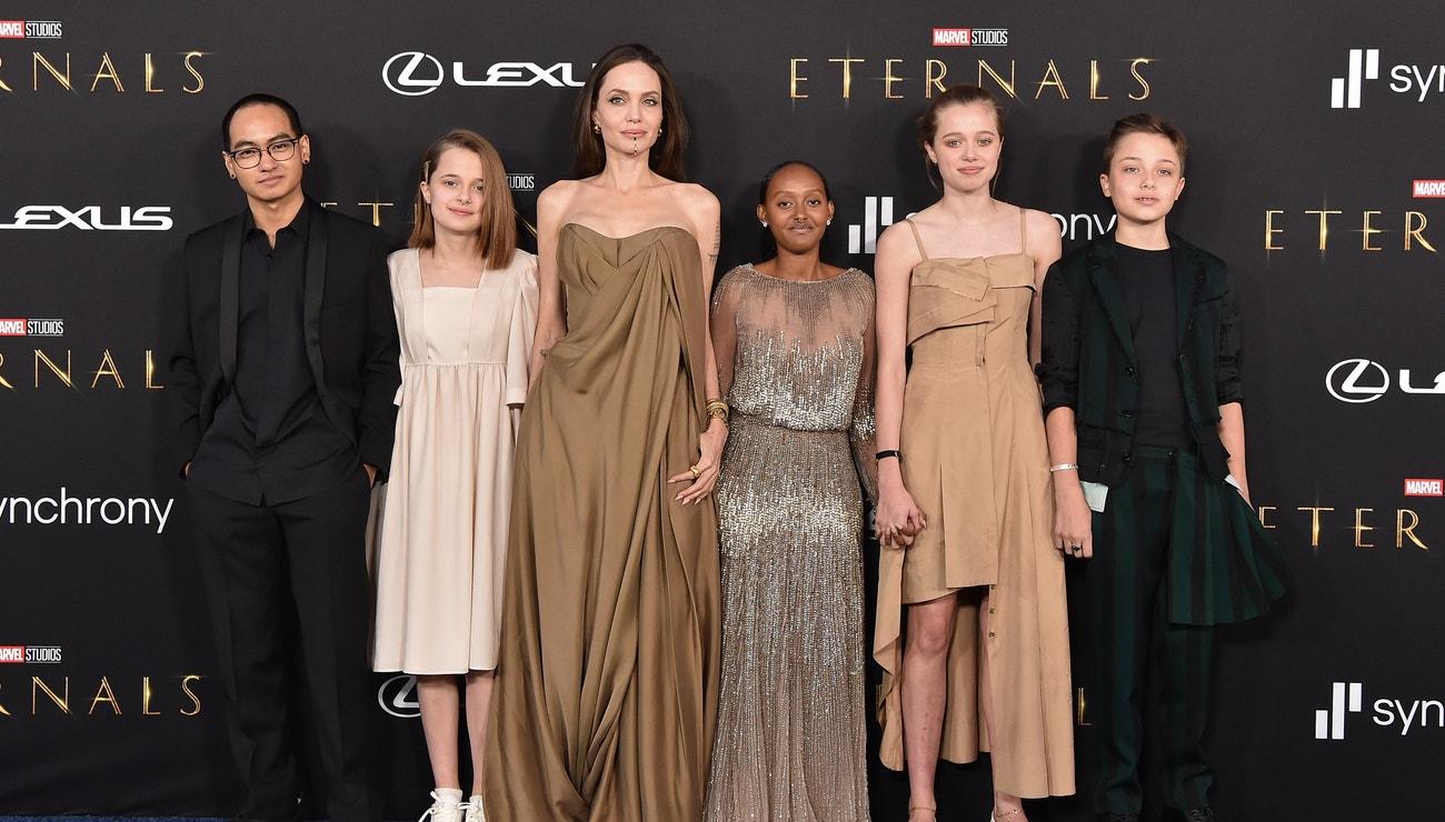Hvězdná premiéra Eternals: Dcera Angeliny Jolie zazářila v oscarových šatech