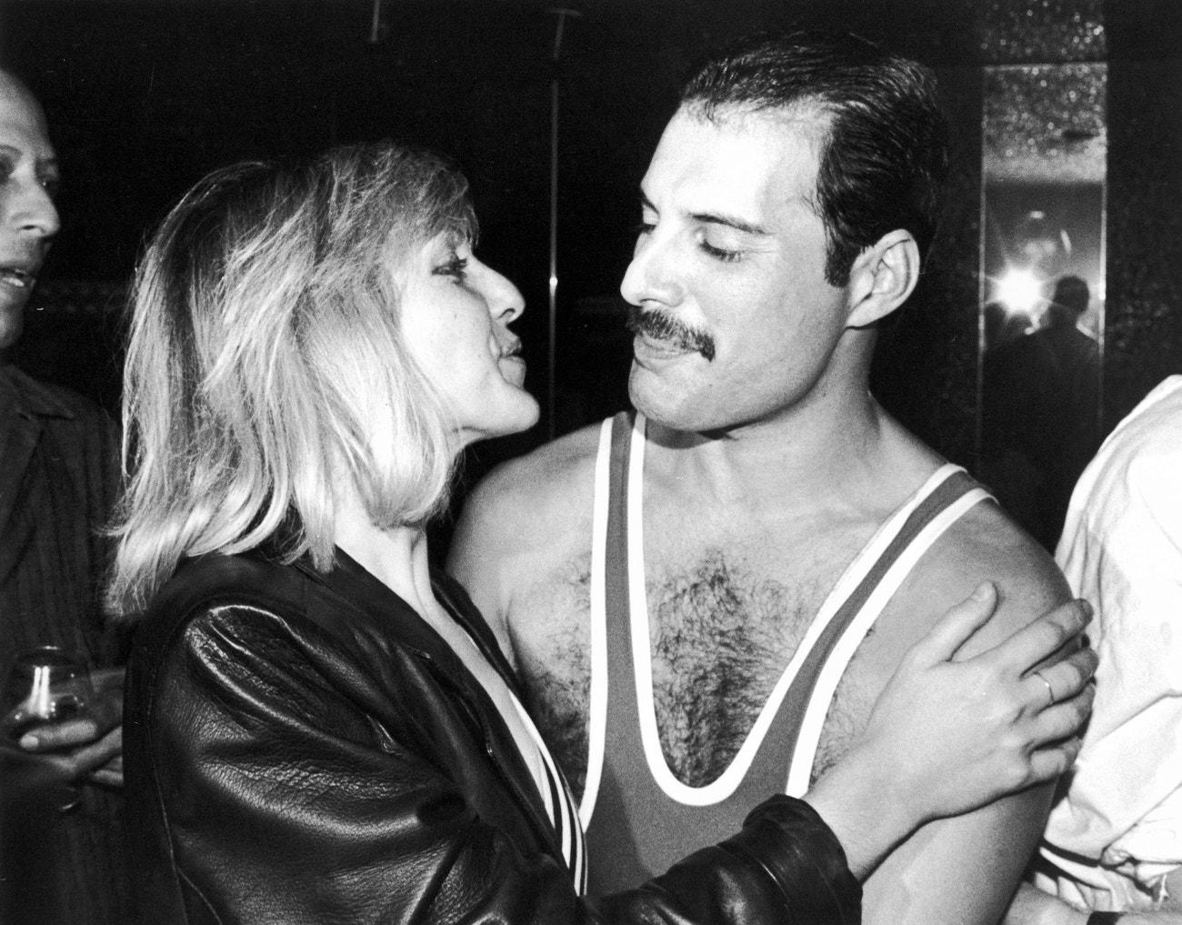Mary Austin a Freddie Mercury na oslavě jeho 38. narozenin v londýnském klubu Xenon, září 1984