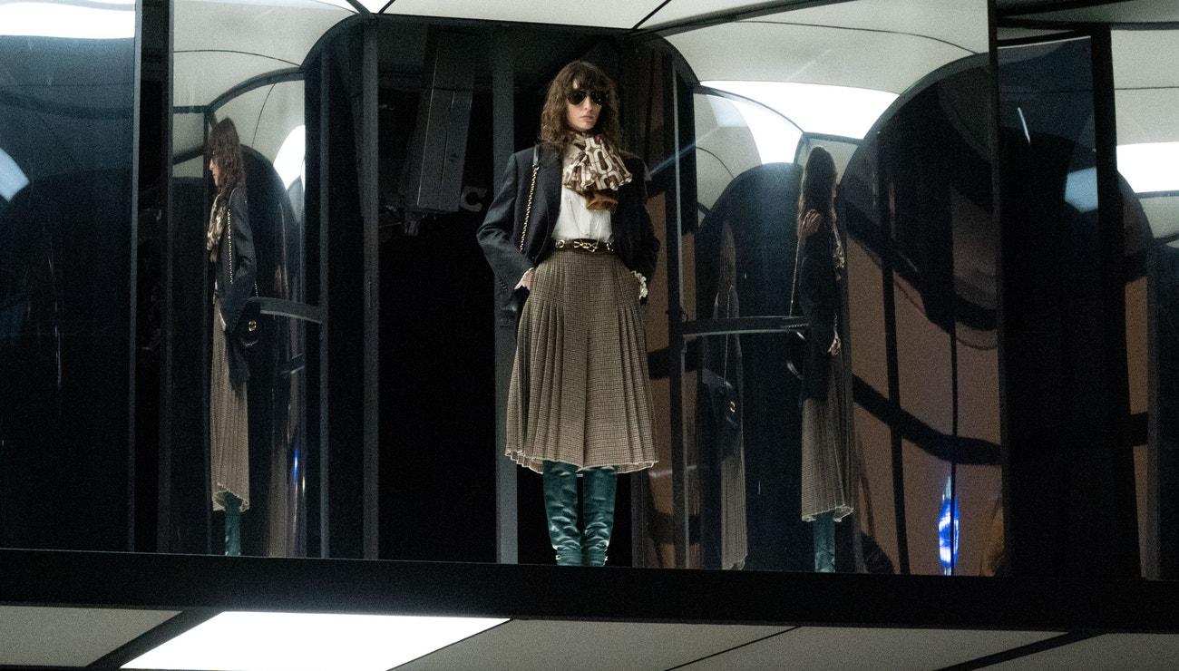 Vogue Fashionpedia: Hedvábný šátek na krk